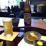 Unagikappoumaehara - 先付けの漬物とビール
