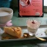エアストリームカフェ スイッチ - 料理写真:「お花見セット&ホットチャイティー」
