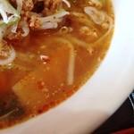 台湾料理 鴻起順 - スープの表情 奥行きの薄さが見て取れる