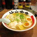 竹本商店 札幌大磯マグロセンター - 種鶏と鶏節そば塩(トッピン具、なまらのり+熟玉)