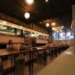 大衆肉処酒場 コンロ家~霜降り和牛鍋と神戸牛ホルモン鉄板焼~ - 20名様の宴会も可能な広々とした店内