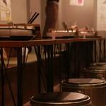 大衆肉処酒場 コンロ家~霜降り和牛鍋と神戸牛ホルモン鉄板焼~ - 内観2