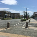 天丼ころも - 広々とした平塚市街。駅からテクテク徒歩25分歩いたぞと。