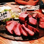 肉ビストロ センバキッチン - 熟成肉の食べ比べ