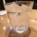 酒とめしのひら井 - 米焼酎「讃岐ゆるび」のロック