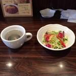 49953685 - ムール貝のスープとサラダ