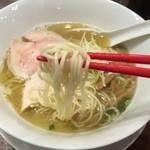 RAMEN 風見鶏 - 魚介白湯塩(700円)麺リフト