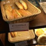 阪急ベーカリー&カフェ - 他も小さめだけど 108円ならok