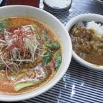 かぶと屋 - 半ちゃんカレー(麺半分+ミニカレー)900円