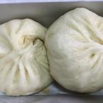 Gogoichihourai - 豚饅だが またさらに小さくなったかな。。汗             でも美味いし 値段の価値や優位性はこれでもあるか