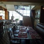 ブノワ - お店に入るとまず見えるのがカフェスペース☆