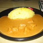 カレーハウス芳柳 - 黒色のお皿がスタイリッシュ