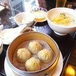 香港海鮮飲茶樓 - 小籠包を海鮮お粥のセット