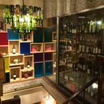トン・ガリアーノ - 階段近くのワインセラー