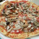 49967136 - きのこピザ(トマトソースベース)