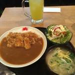 銀座 IN 沖縄 いいあんべぇ - カレーとミニ沖縄そばのセット、サラダつき。