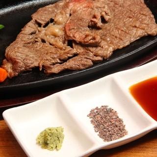 牛ステーキに合うタレ、岩塩、わさび