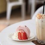 TATADO ゆうゆうステーション - 塩キャラメルラテ・季節限定桜のロールケーキ