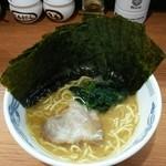 家系ラーメン みさき家 - 料理写真:ラーメン650円麺硬め。海苔増し100円。