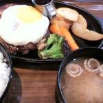 ハンバーグ&カレー クイック - 目玉焼きハンバーグ