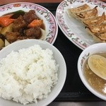 49988818 - 酢豚+ご飯セット+餃子(無料チケット)