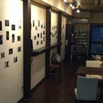 ひねもす ほっと茶屋 - 店内…Djangoさんの写真展が開催されていました。