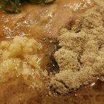 ふくやラーメン - 胡椒とニンニク&緩麺で「佐伯風」に楽しむのもありww