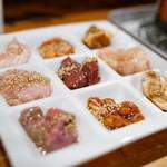 ホルモン焼き肉ぶち - 2016.4 ホルモン九品盛り合わせ(1,680円)