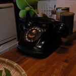 50524 - レトロな黒電話
