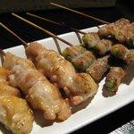 Charcoal Cuisine 克ッ 井の頭 - 串コース500円の(大山地鶏のぽんじり&にんにくの芽巻き)