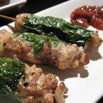 Charcoal Cuisine 克ッ 井の頭 - 串コース500円の(榛名鶏のシソ巻き)