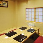 日本料理 とくを - 座敷は、最大六名様まで。家族や仕事仲間と
