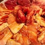 50001416 - 焼き肉豚も鶏もで7種盛り合わせ