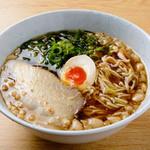 喰海 - 尾道ラーメン 580円。魚系と動物系のあっさりWスープが特徴です。