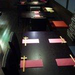 ミワミヤ - テーブル席×3(店舗奥から撮影)