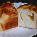 リシェ  - 料理写真:チーズパン(名前まったく忘れ)