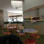 CAFE HAI - 意外と広い店内