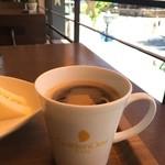 ゴールデンデュー カフェ - コーヒーもマグカップでたっぷりと、美味しいコーヒーです