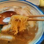 烈志笑魚油 麺香房 三く - このちぢれ細麺とスープの相性最高やね
