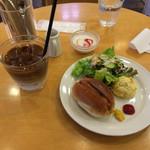 ラポーズカフェ - ホットドッグセットのアイスカフェオーレでいただきました(^o^)  とってもおしゃれで おいしかったです