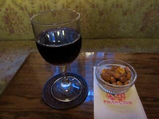 フランソア喫茶室 - ポルトガルワイン(タウニーポート)1300円。ナッツ付