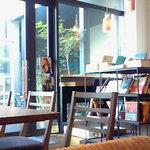 リード カフェ - おしゃれな店内