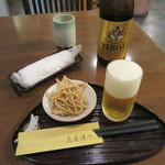 志美津や - 瓶ビール・お通しの揚げそば(2016/4)