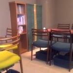 50022560 - 店内、椅子席。
