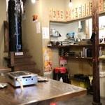 焼肉ホルモン せいご - 昭和な店内