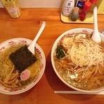 めんや梟 - 右:もやしらーめん(麺大盛り) 左:セットの中華ソバ(醤油)