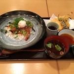 あっぱれ天風 - 海鮮ユッケ丼と天ぷらのセット 1380円