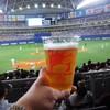 名古屋ドーム 売店 - ドリンク写真:スタンドで購入した 生ビール 700円(税込)を片手に観る 野球観戦 は最高ですネ! 2016.04.17