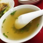 香蘭園 - 焼豚飯には1人に一杯スープがつきます、これはちょっと口に合わなかったなぁ(˚ ˃̣̣̥ω˂̣̣̥ )