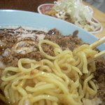 ラーメン慶次郎 - 麺アップ